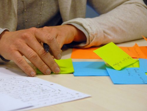 20150410164756-brainstorming-ideas-business-post-it-thinking-goals-content-marketing